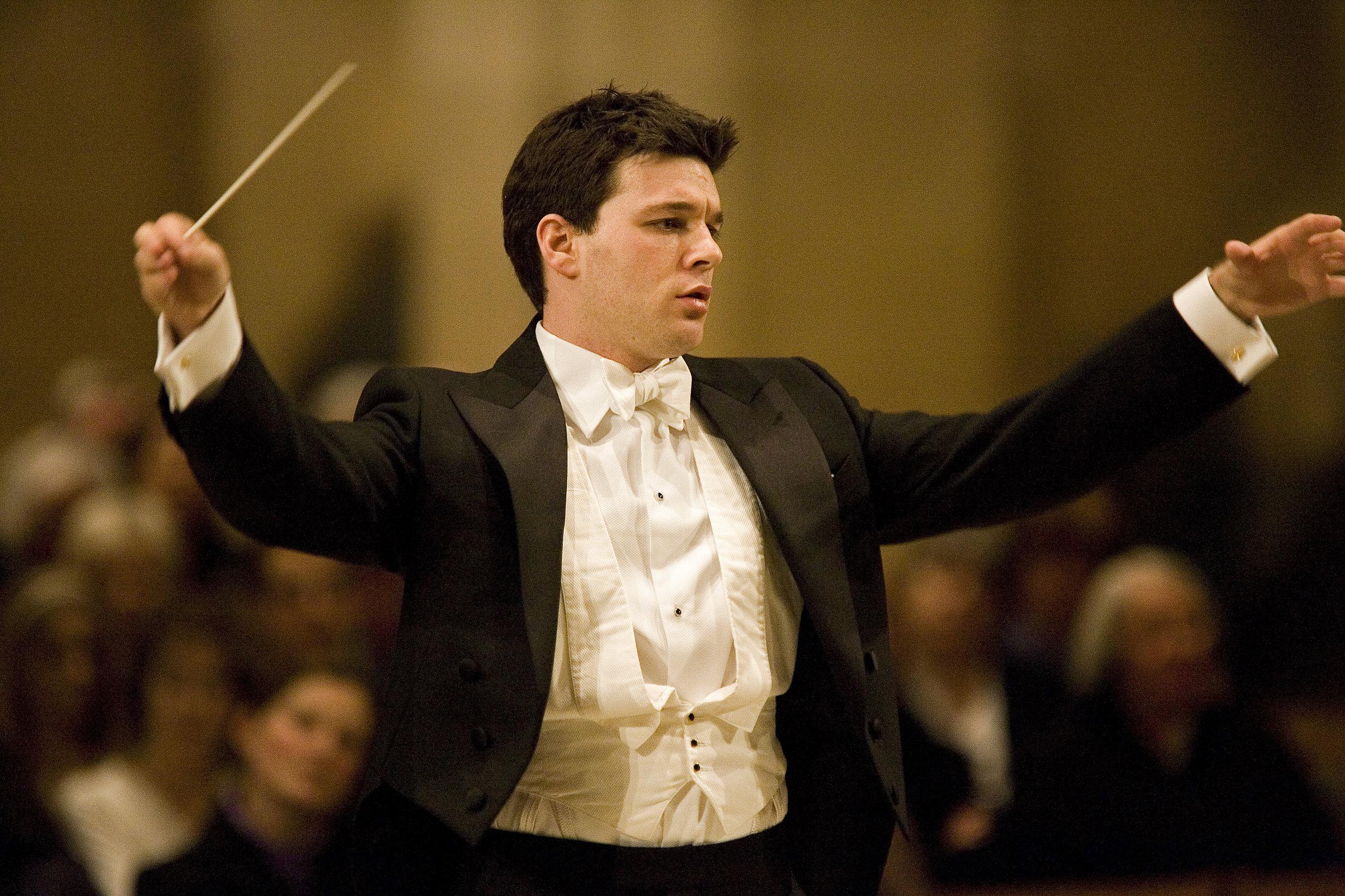 Scott Ellaway_Philharmonia Orchestra (c) Sir Clive Barda.jpg