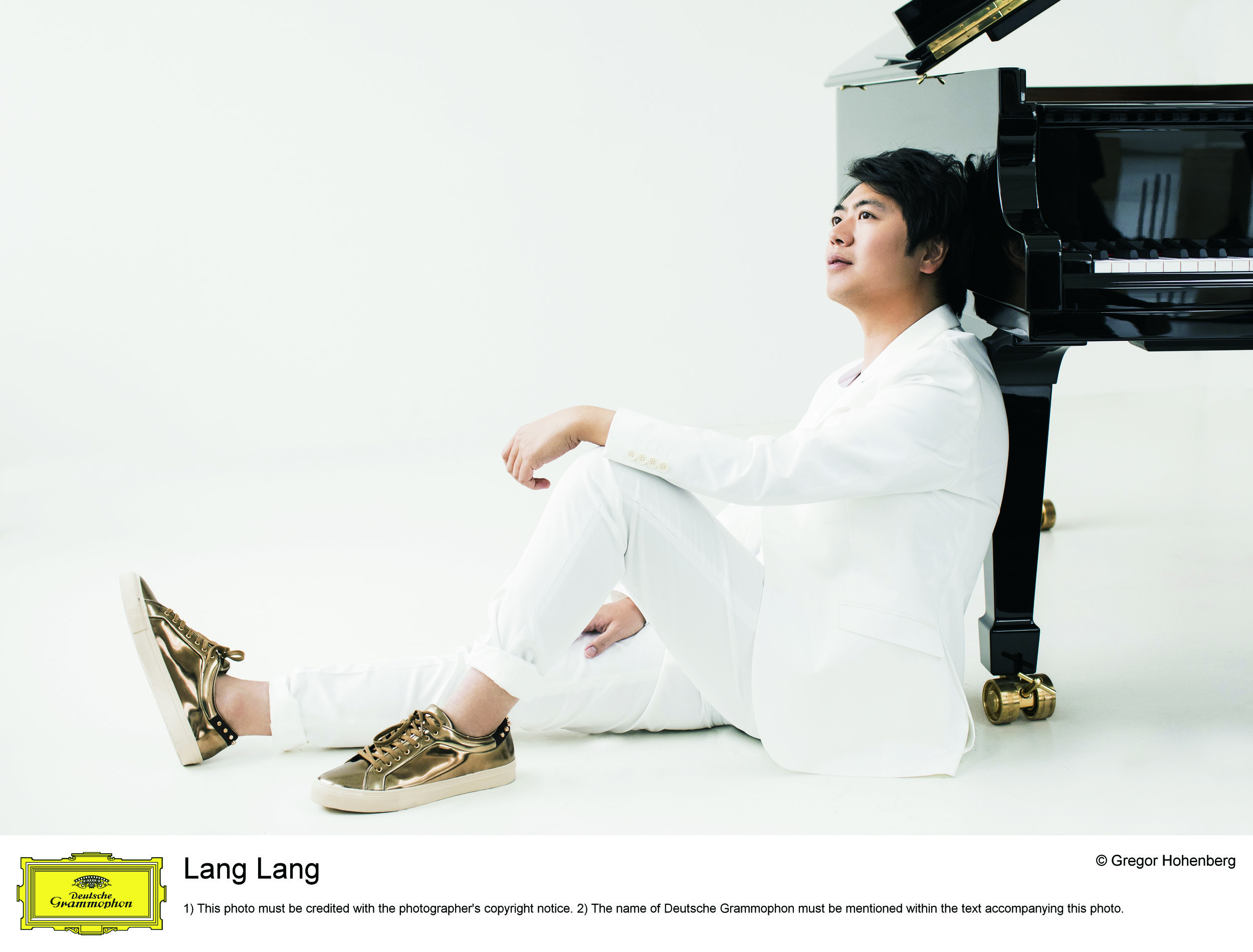 Lang Lang 2019 © Gregor Hohenberg_Deutsche Grammophon (3).jpg