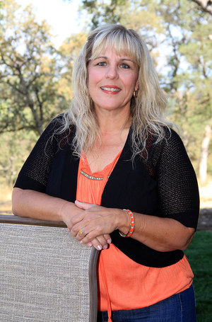 "<p><strong>Roxanna Fry</strong><br>Teacher<br><a href=""mailto:roxannaf@ndaemail.com"">roxannaf@ndaemail.coml</a></p>"