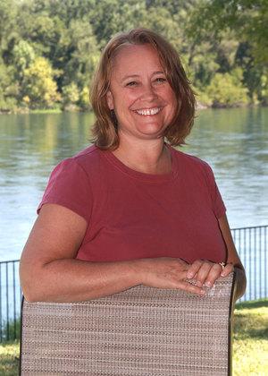 <p><strong>Donna Hale</strong><br>Teacher<br><a href=mailto:donnah@ndaemail.com>donnah@ndaemail.com</a></p>