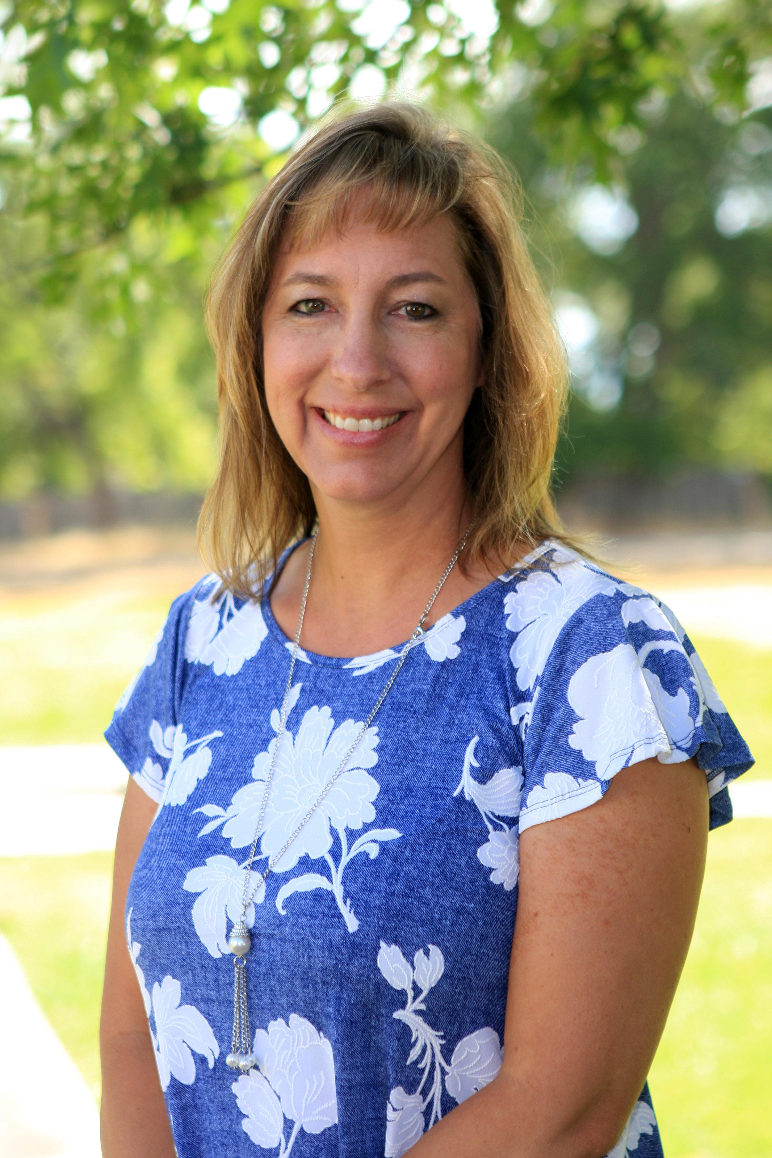 <p><strong>Marjie Lyter</strong><br>Teacher<br><a href=mailto:marjiel@ndaemail.com>marjiel@ndaemail.com</a></p>