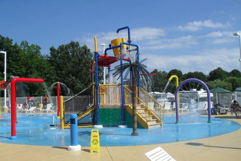 SPLASH PADS & CAMPGROUNDS