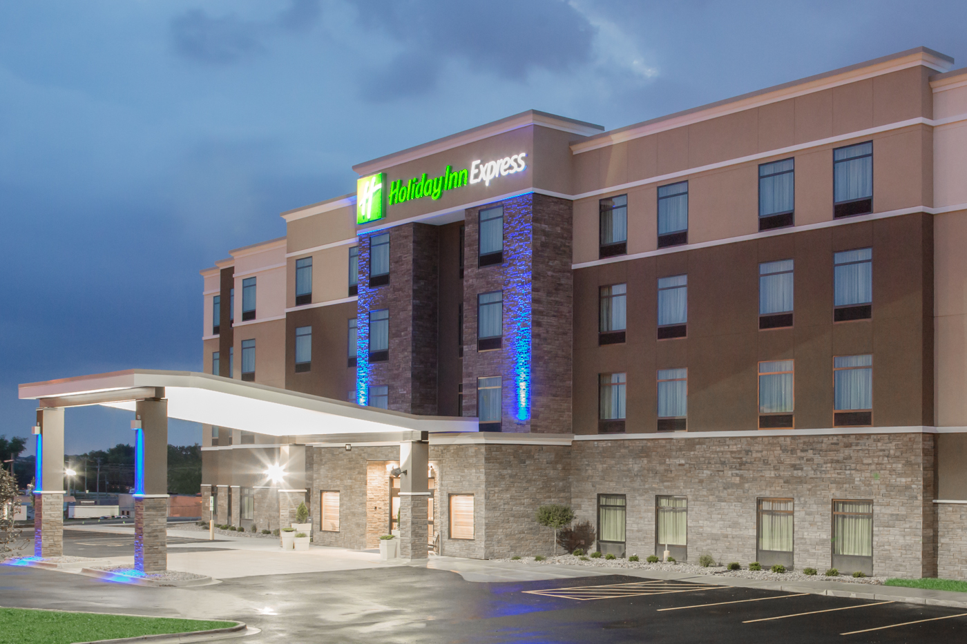 Outside nighttime view of a Holiday Inn Express