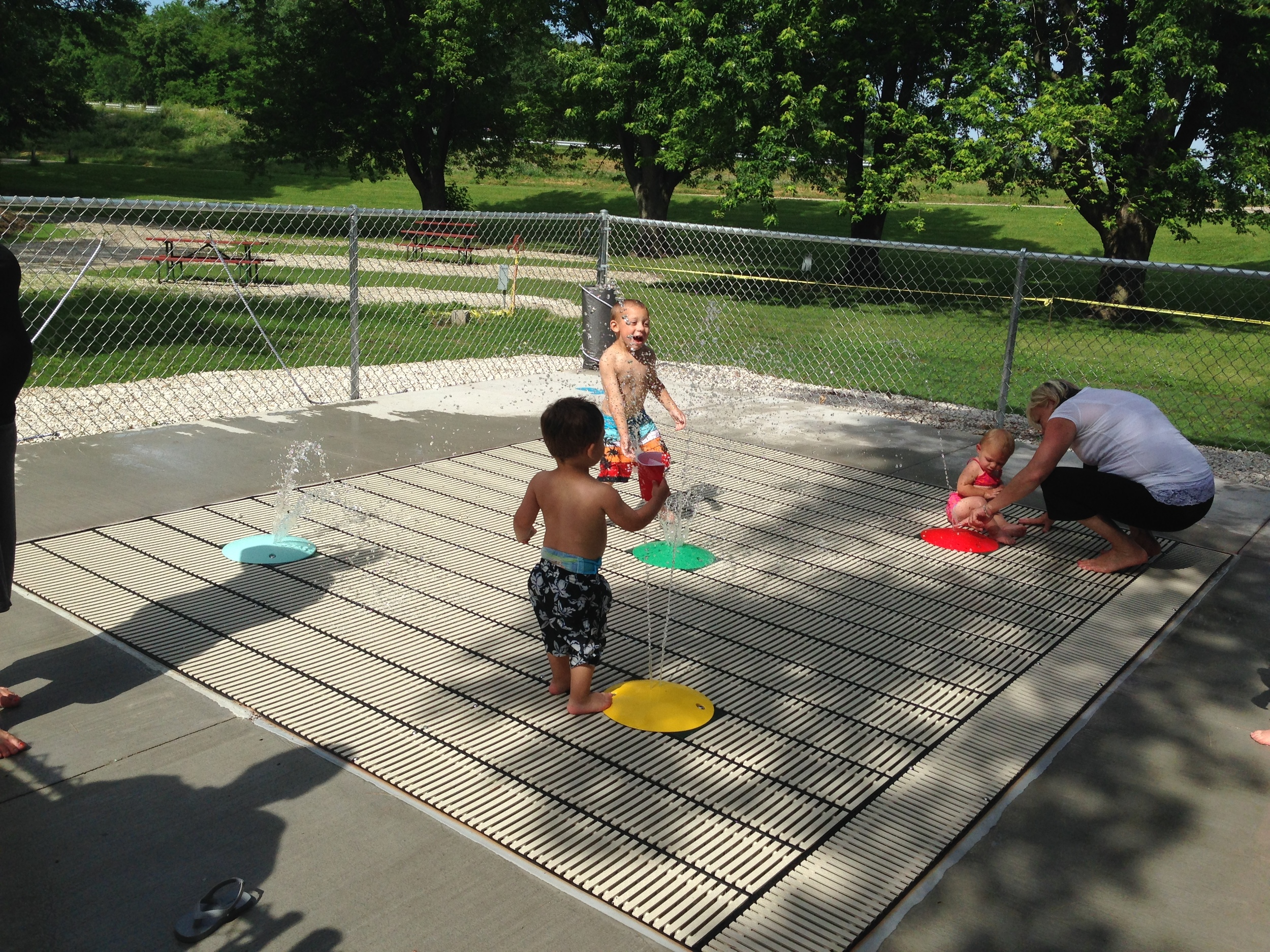 Kids playing on water spray deck at Geneseo Campground in IL