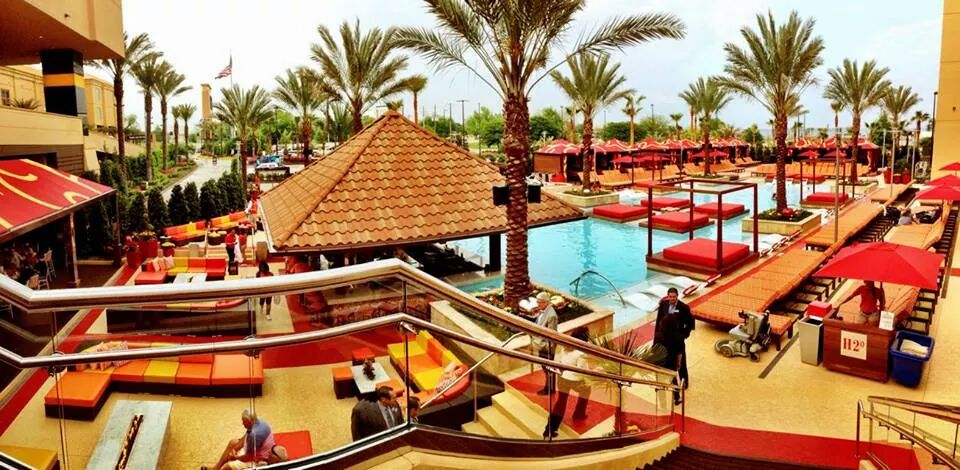 Wide view of the pool and seating area at the Golden Nugget Hotel & Casino in Biloxi, MN