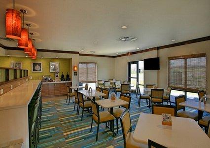 Breakfast seating area of Comfort Suites in Bossier City, LA