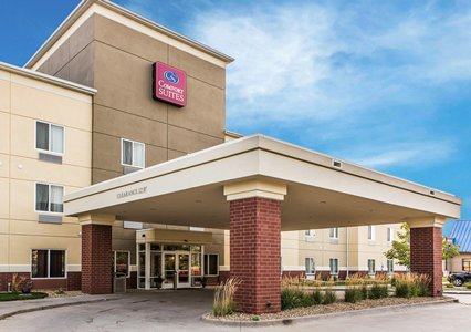 Outside view of Comfort Suites in Coralville, IA