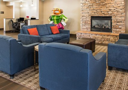 Lobby area in Comfort Suites in Coralville, IA