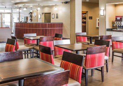 Seating area and lobby in Comfort Suites in Coralville, IA