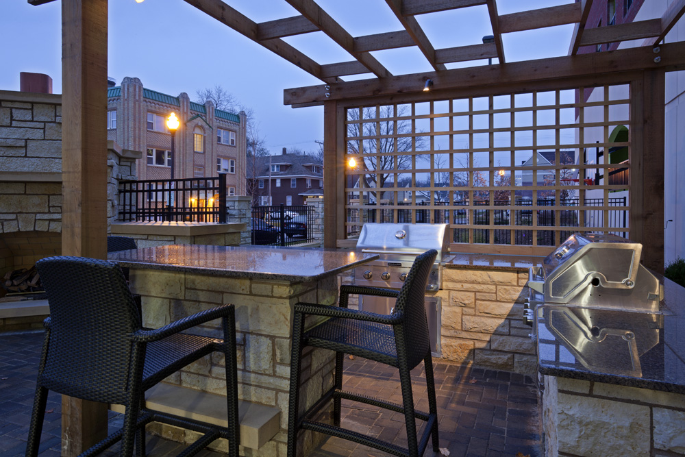 Outdoor seating area with grills at the Homewood Suites in Rochester, MN