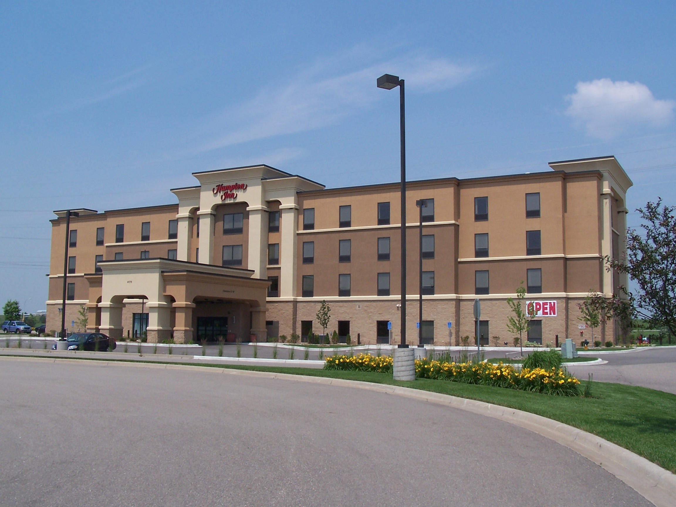 Outside view of the Hampton Inn & Suites in Shakopee, MN