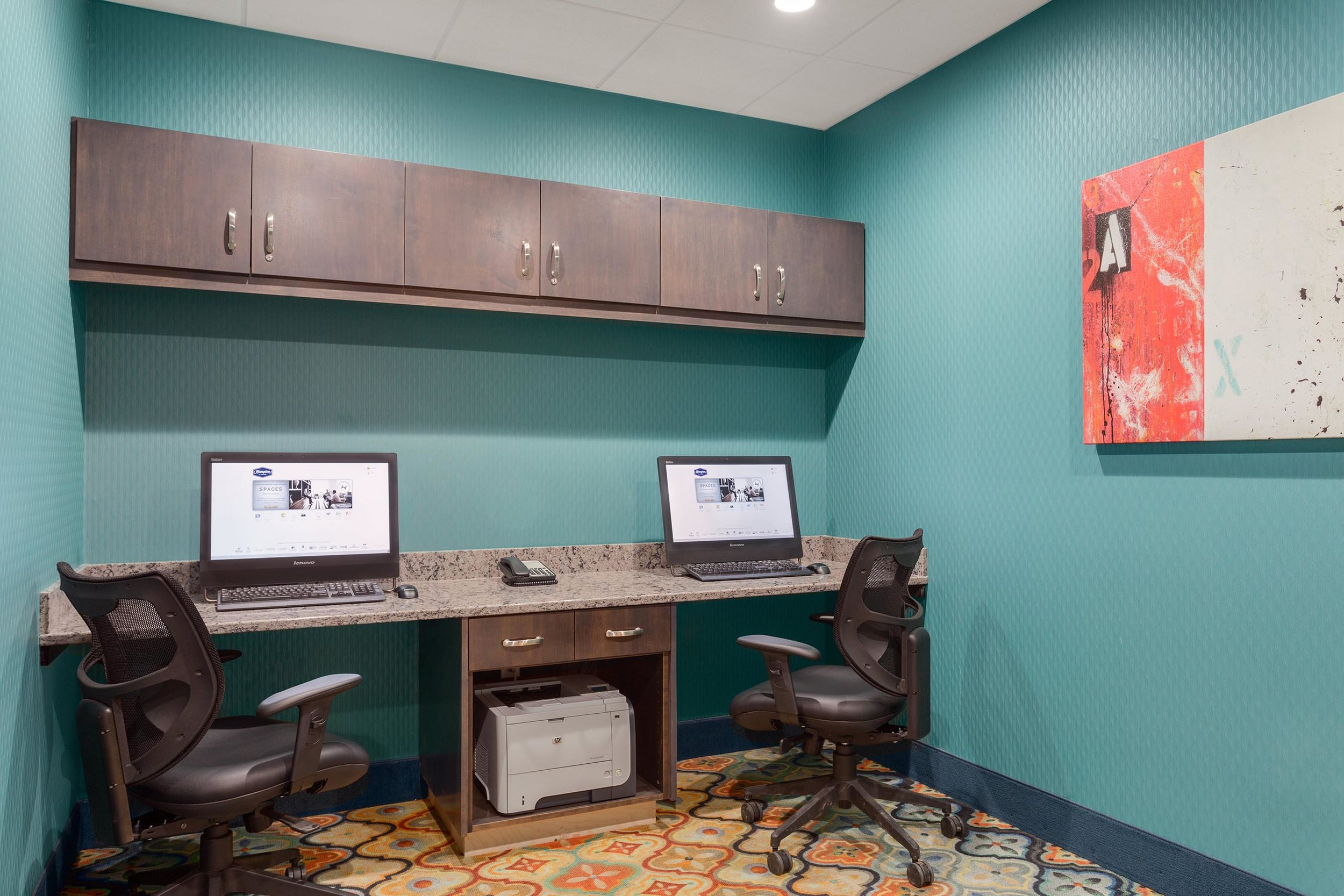 Guest office room in the Hampton Inn & Suites in West Des Moines, IA