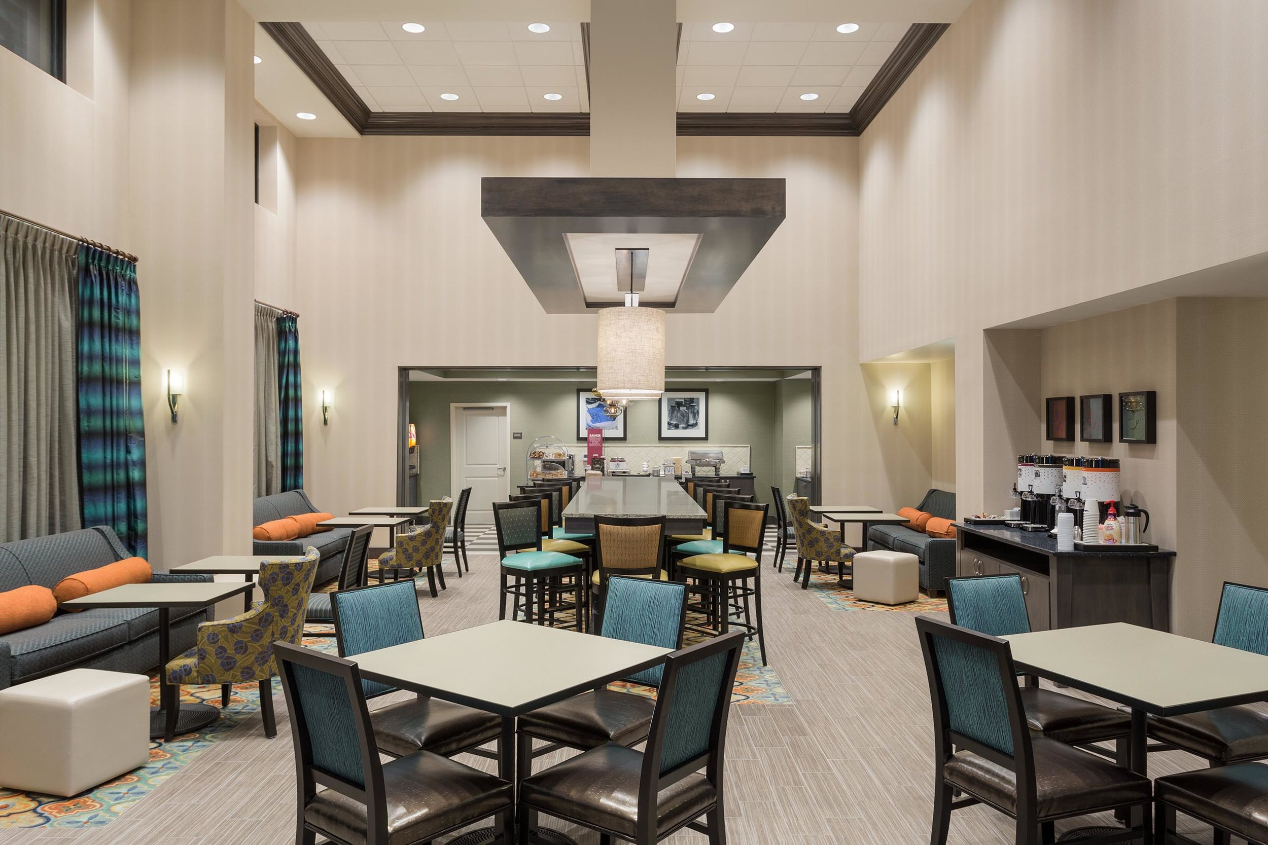 Breakfast seating area in the Hampton Inn & Suites in West Des Moines, IA