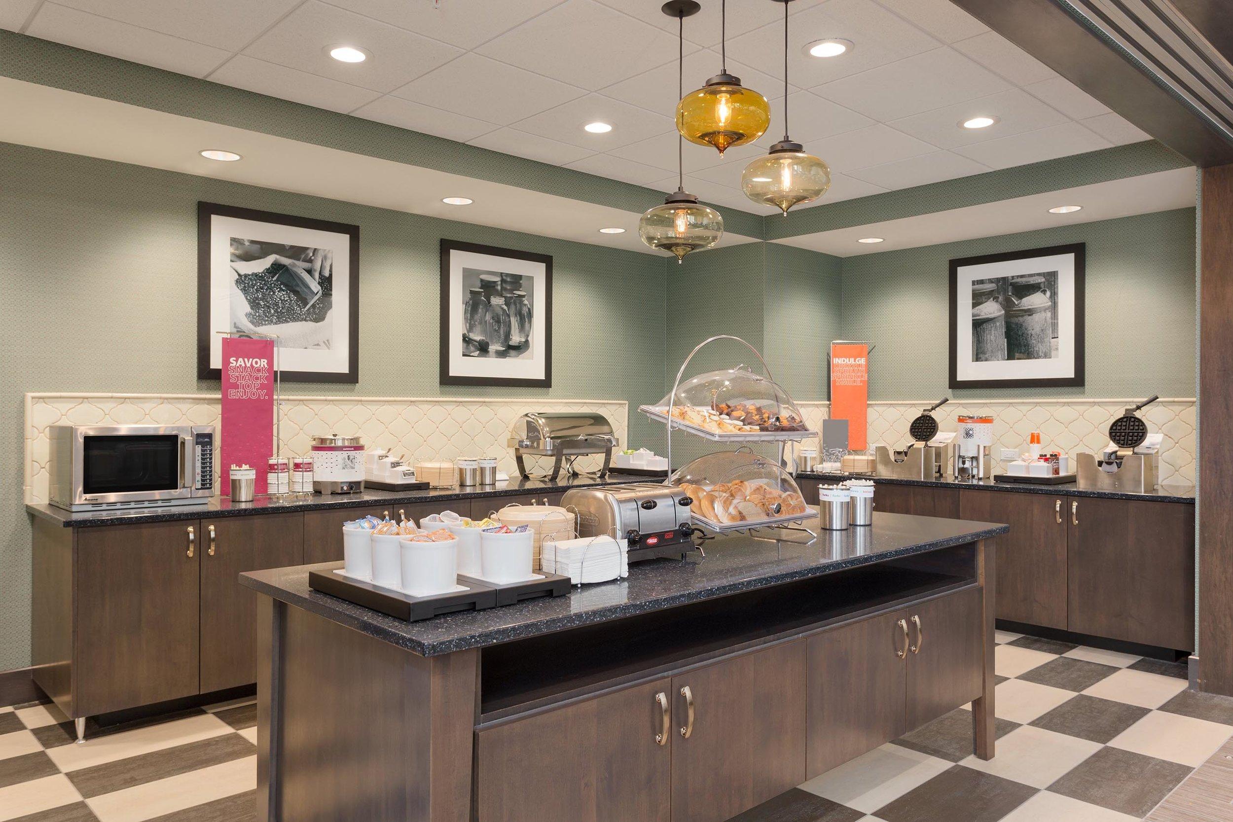 Breakfast area in the Hampton Inn & Suites in West Des Moines, IA
