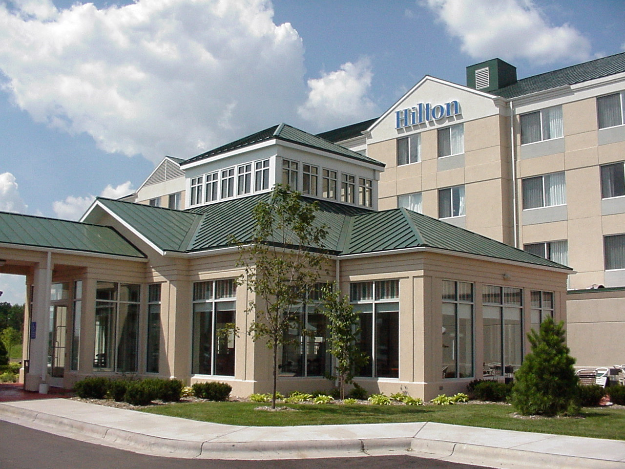Outside view of the Hilton Garden inn in Shoreview, MN