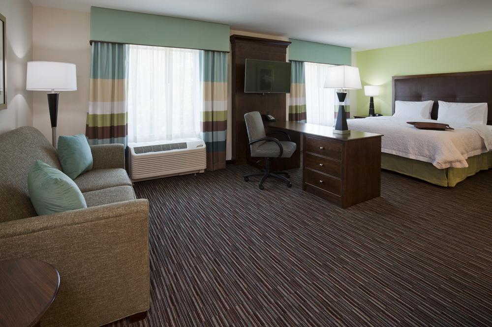 Bedroom in the Hampton Inn in Minnetonka, MN
