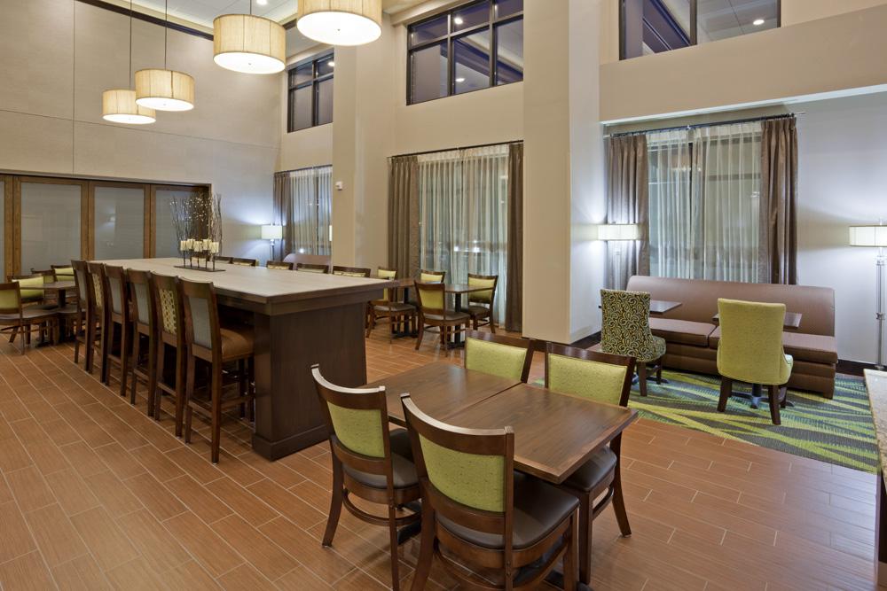 Seating area in the Hampton Inn in Minnetonka, MN