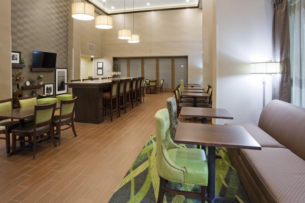 Breakfast setting area in the Hampton Inn in Minnetonka, MN