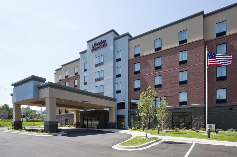 Outside view of the the Hampton Inn in Minnetonka, MN