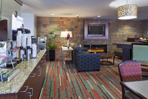 Breakfast and seating area in the Holiday Inn Express in Bloomington, MN