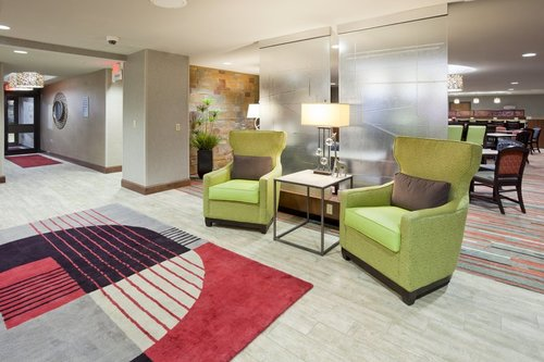 Lobby seating area in the Holiday Inn Express in Bloomington, MN