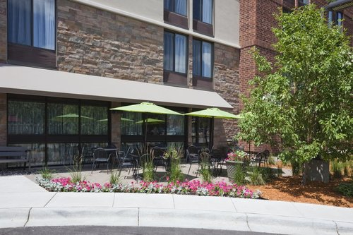 Outdoor seating area in the the Holiday Inn Express in Bloomington, MN