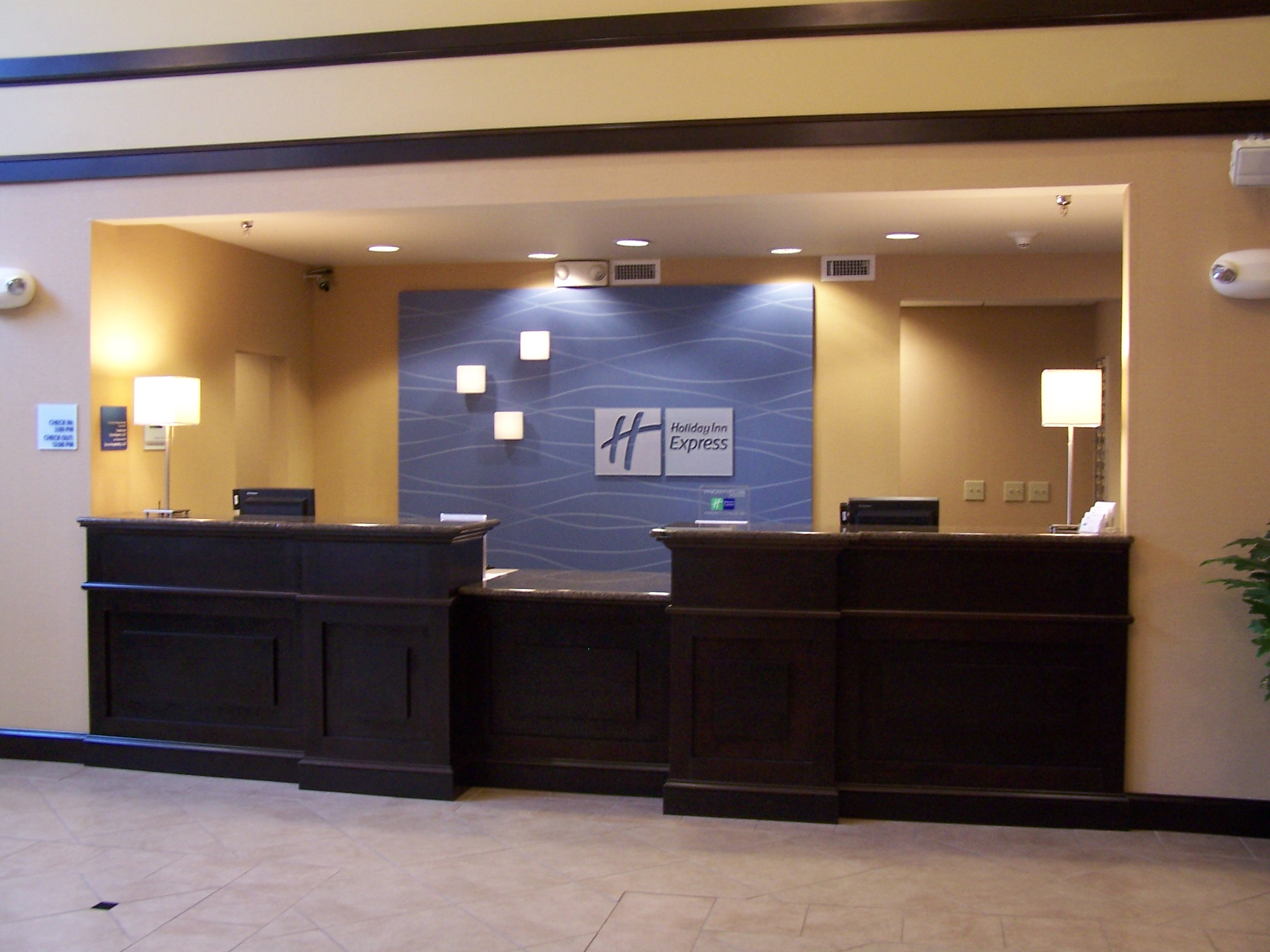 Front desk area of the Holiday Inn Express in Dublin, OH