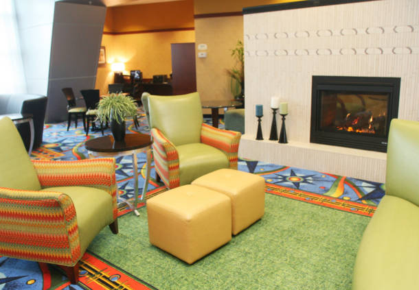 Seating area in the Courtyard Marriott in Maple Grove, MN