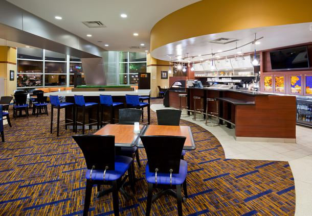 Breakfast seating area in the Courtyard Marriott in Maple Grove, MN