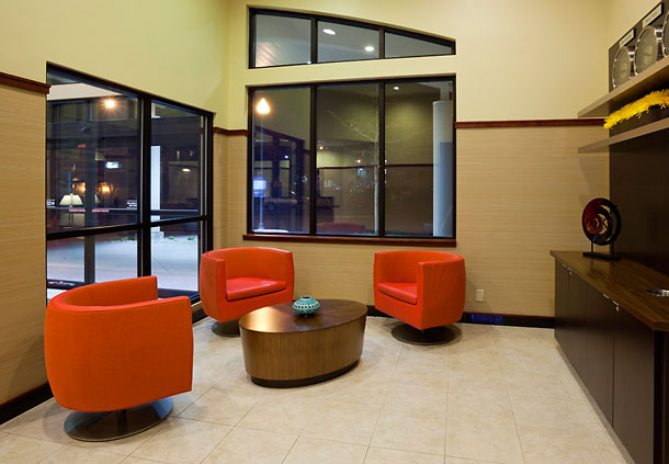 Seating area in the Courtyard by Marriott Mayo Clinic Area/ Saint Mary's In Rochester, MN