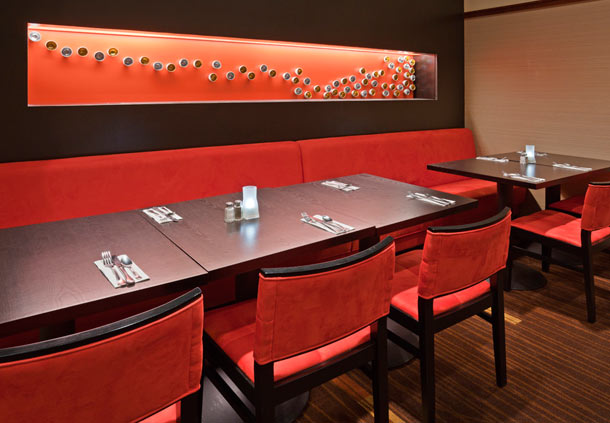Breakfast seating area in the Courtyard by Marriott Mayo Clinic Area/ Saint Mary's In Rochester, MN