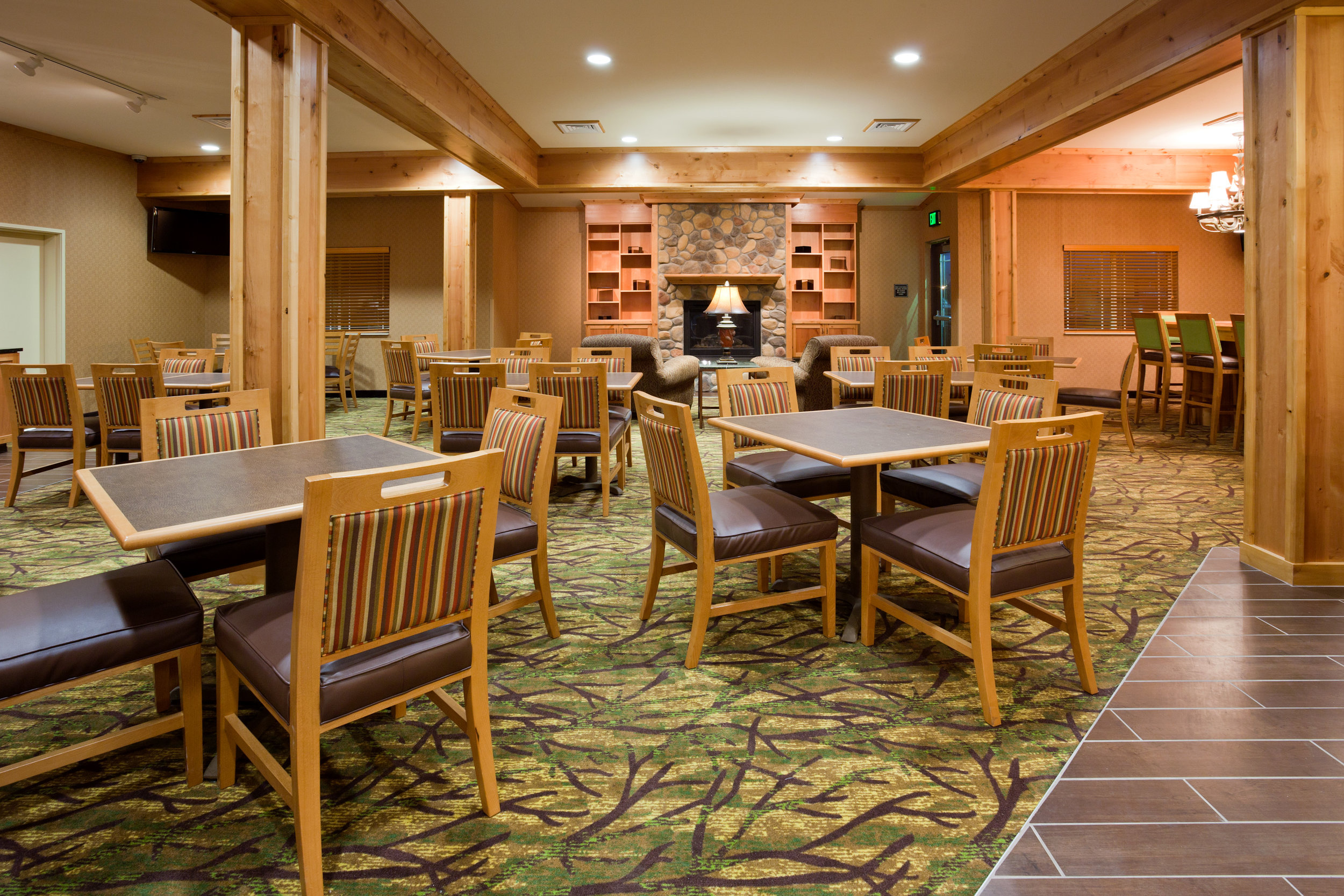 Breakfast seating area in the the Souris Valley Suites in Minot, ND