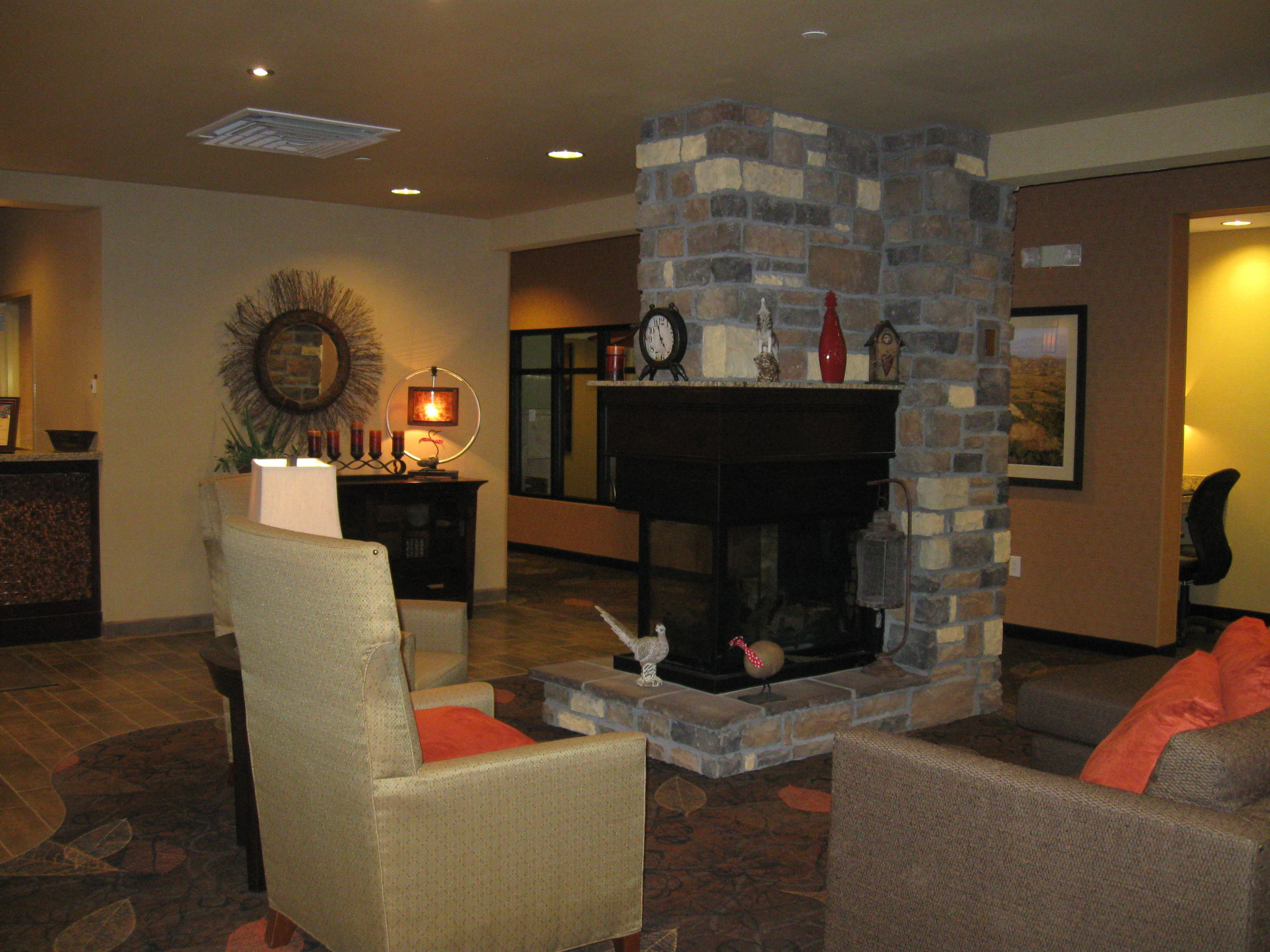 Seating area in the Little Missouri Inn & Suites in Watford City, ND