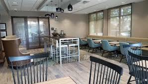 Breakfast seating area in the Hampton Inn Hometown in Spicer, MN