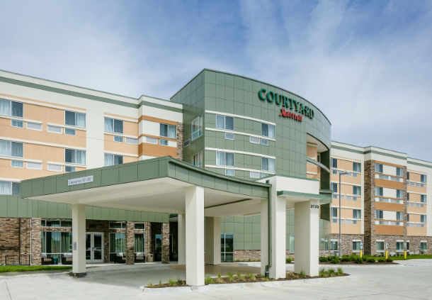 Outside view of the front of the Courtyard Hotel in Bellevule NE
