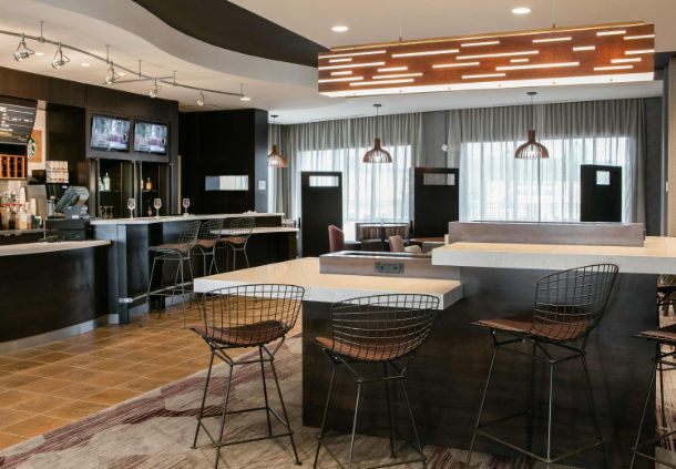 Additional seating area by the bar in the Courtyard Hotel in Bellevule NB