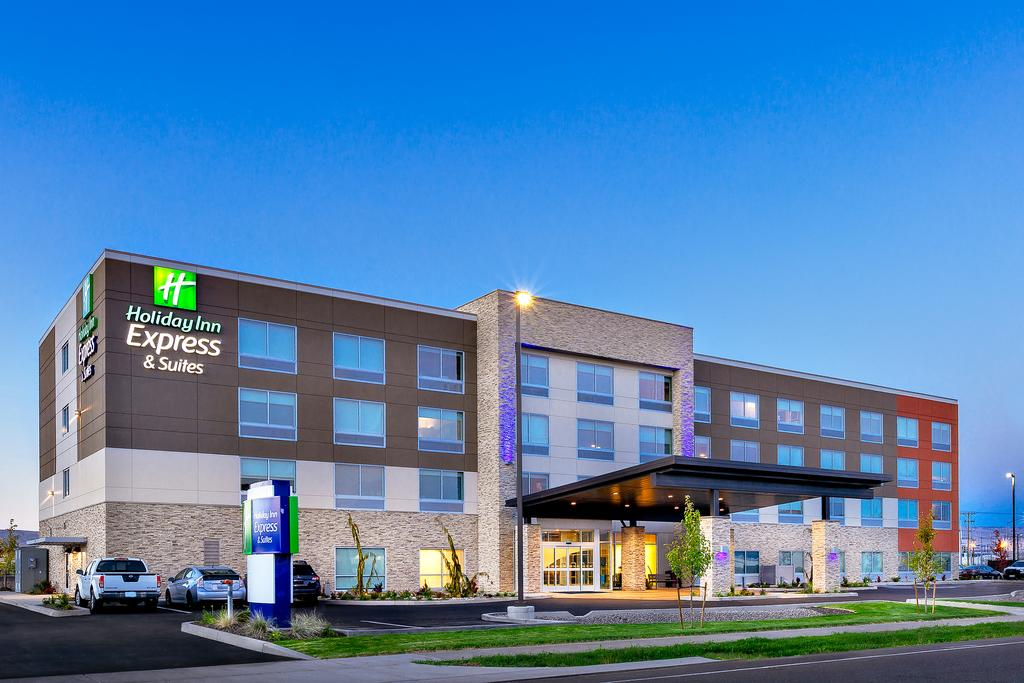 Outside view of the Holiday Inn Express & Suites in Union Gap, WA