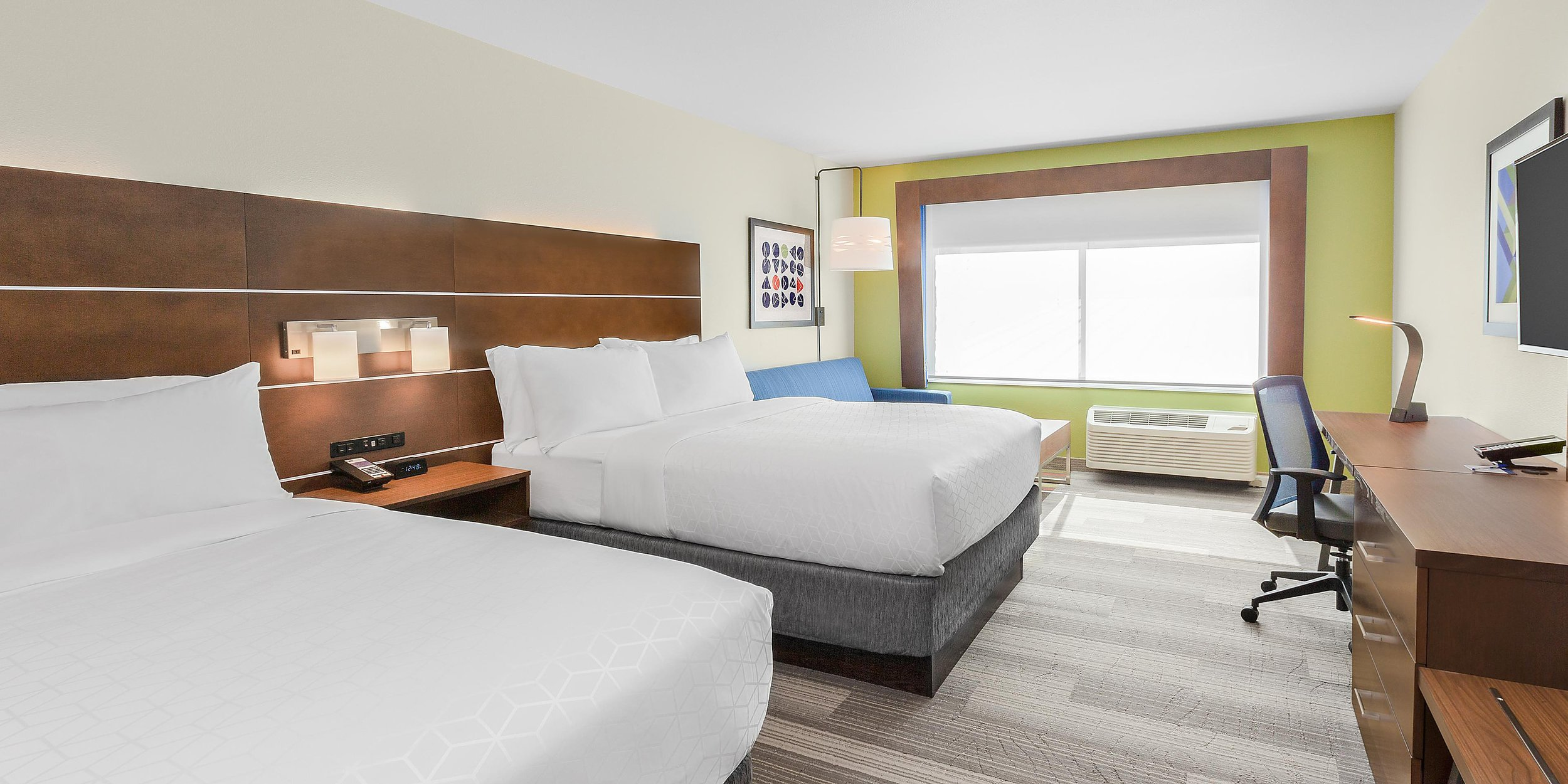 Bedroom in the Holiday Inn Express & Suites in Union Gap, WA