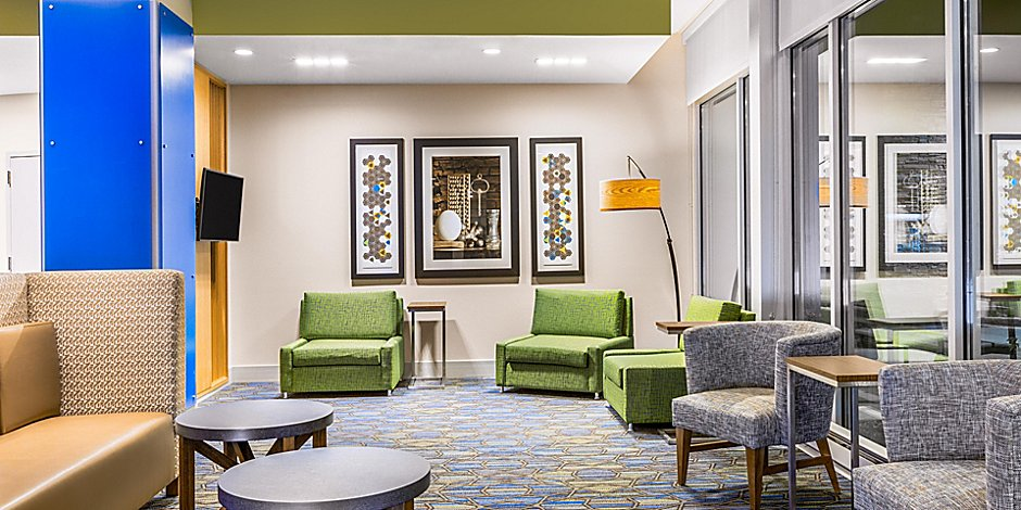 Seating area in the Holiday Inn Express & Suites in Union Gap, WA