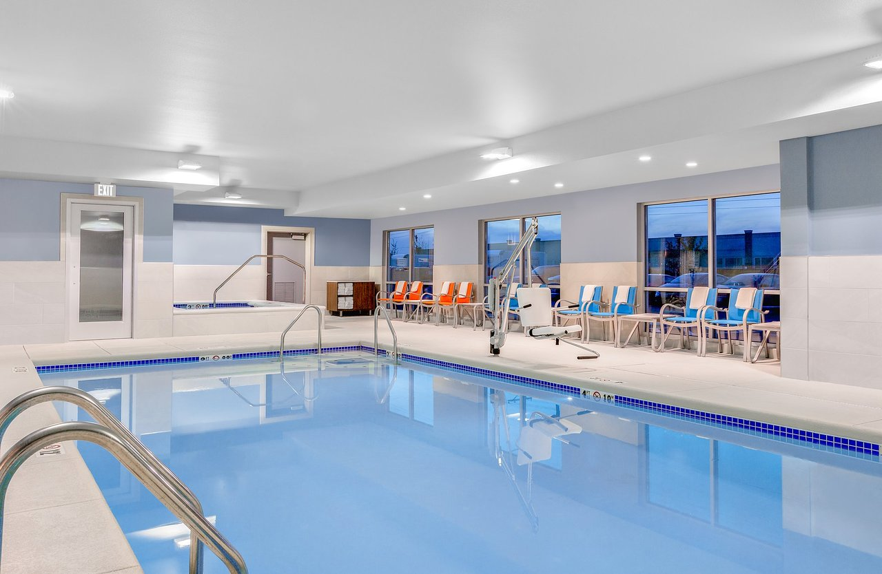 Pool area in the Holiday Inn Express & Suites in Union Gap, WA