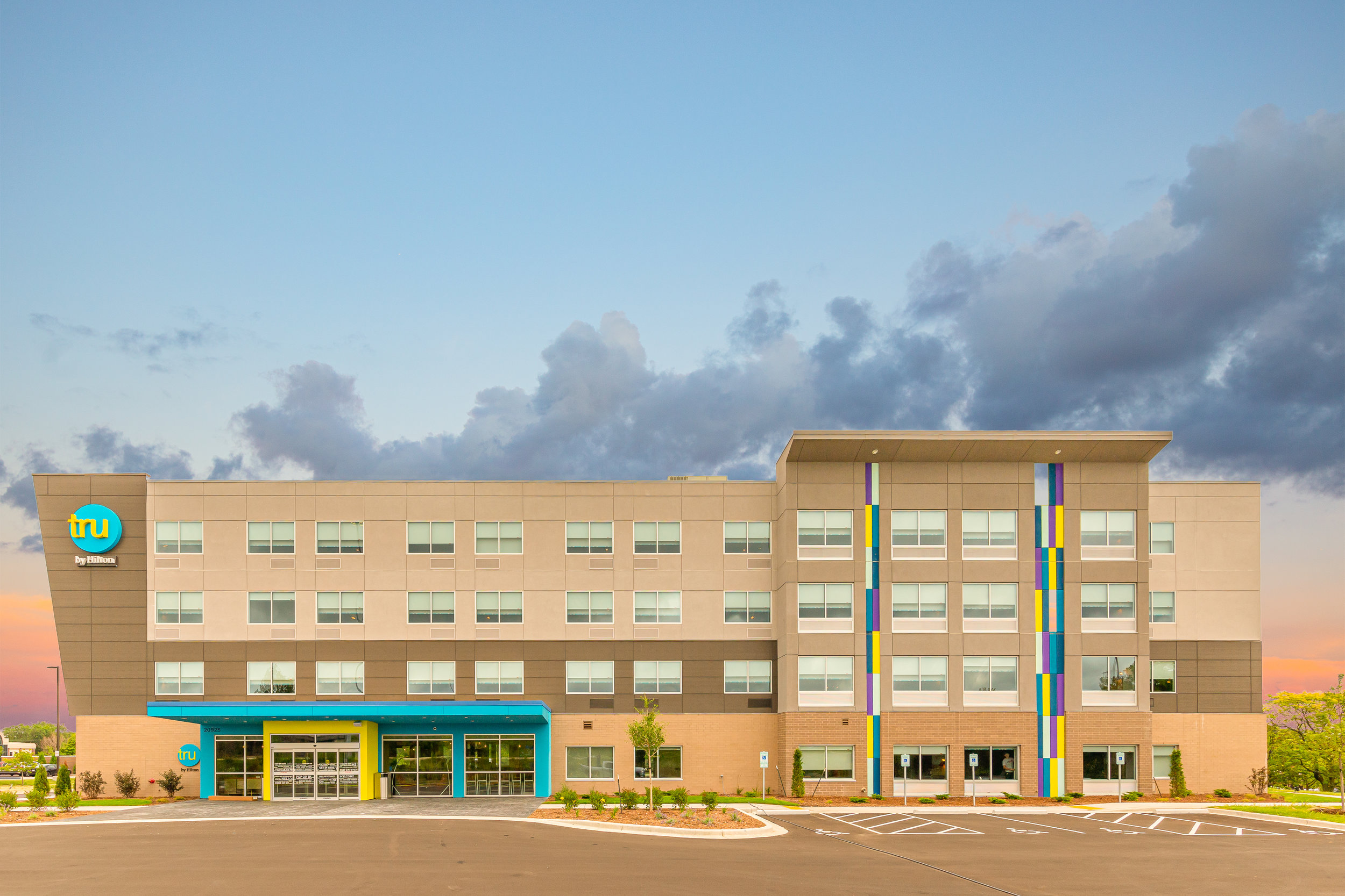 Outside view of Tru by Hilton in Brookfield, WI