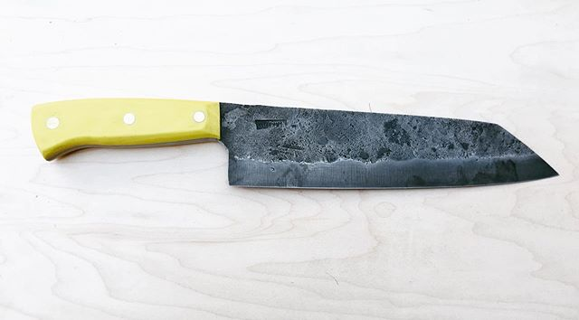 A camp cook's knife in 52100 and yellow g10. This was a lot of fun it's a little thicker than a normal kitchen knife so it can prune branches and be effective around camp. stay tuned for testing.