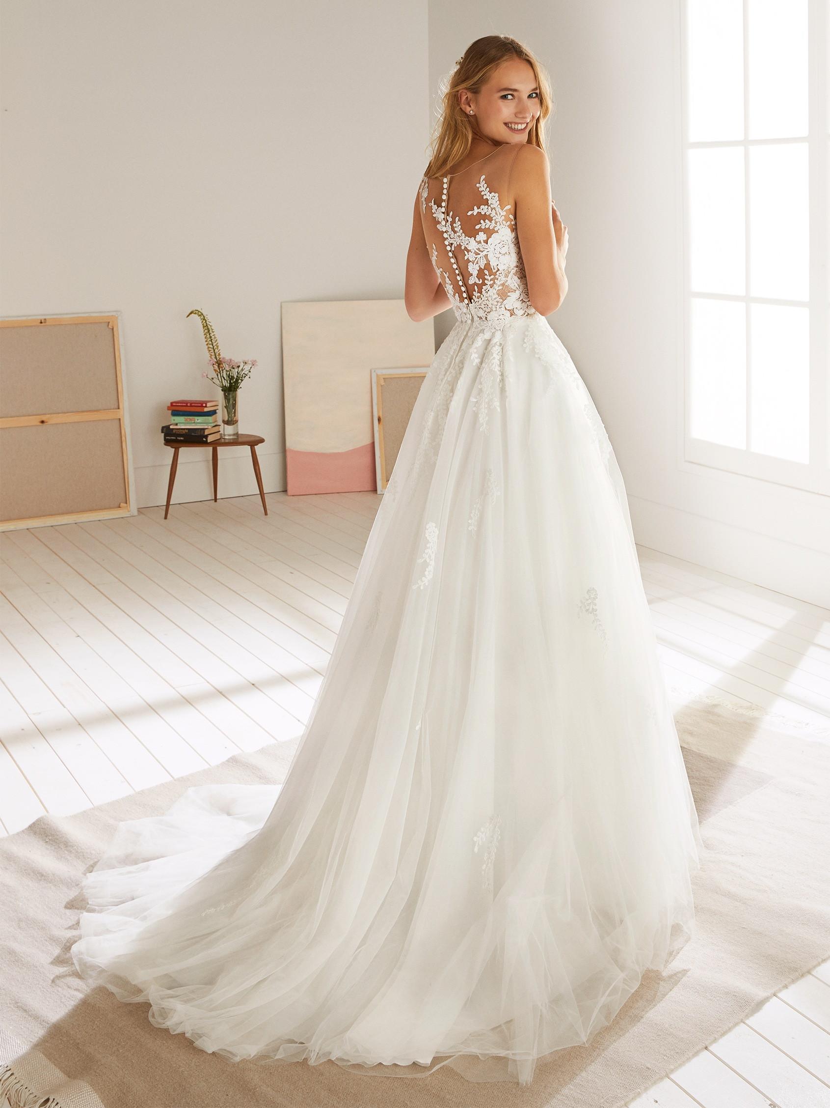 OROPESA-White-One-Couture-Closet