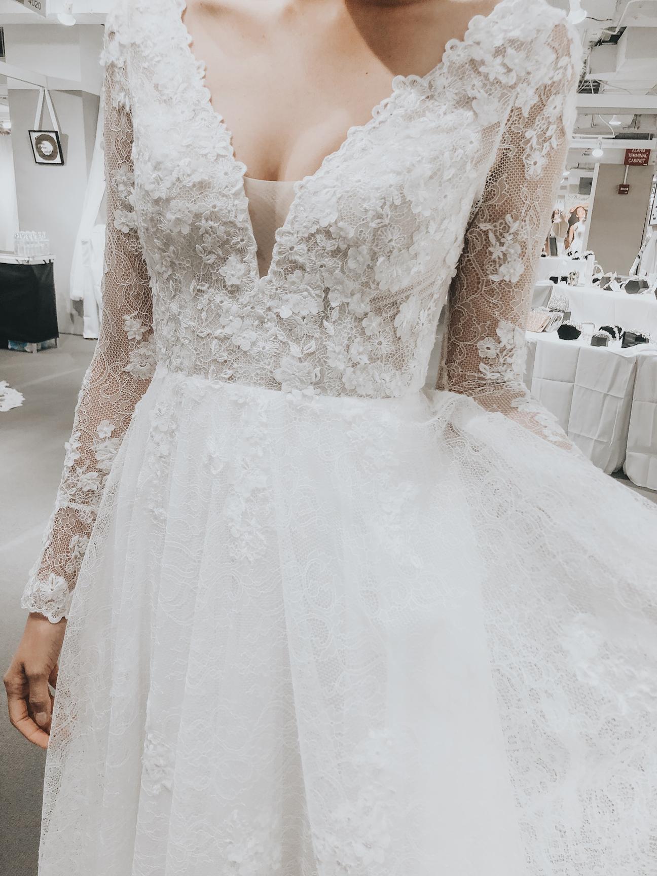 Lis-Simon-2020-Market-wedding-dress-couture-closet-Long-Sleeves.jpg