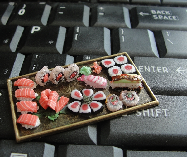 dollhouse_sushi_platter_by_fairchildart-d7afji2.jpg
