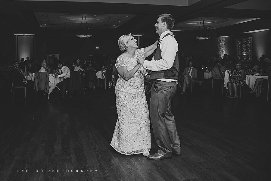 mendelssohn-performing-arts-wedding-rockford-il-wedding-photographers_1958.jpg