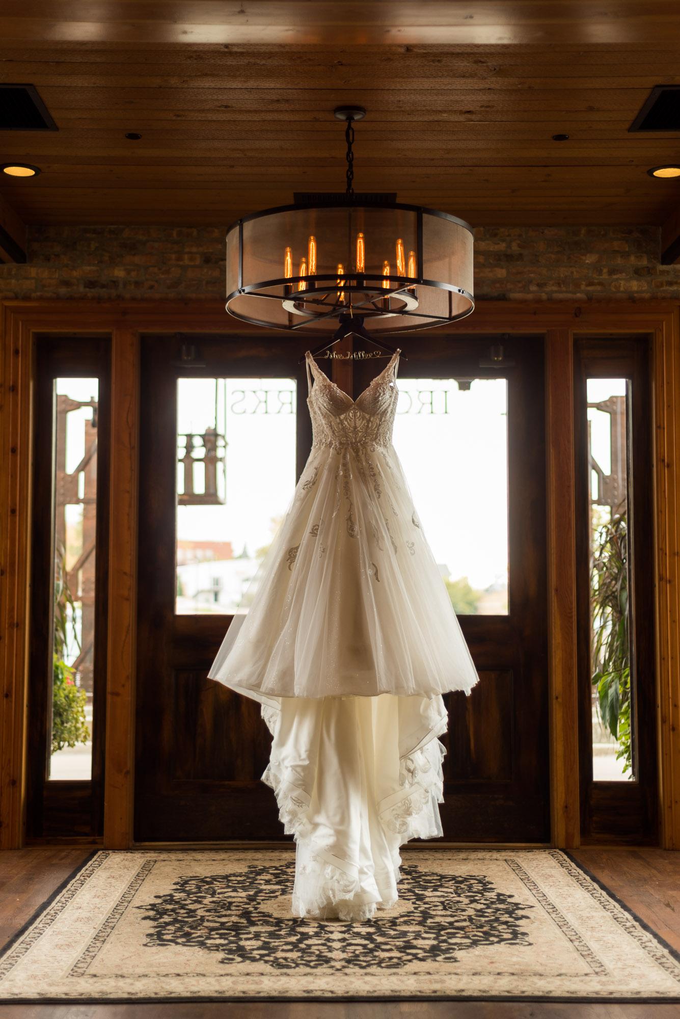 ironworks-hotel-wedding-photos-beloit-wi-wedding-photographers-15.jpg