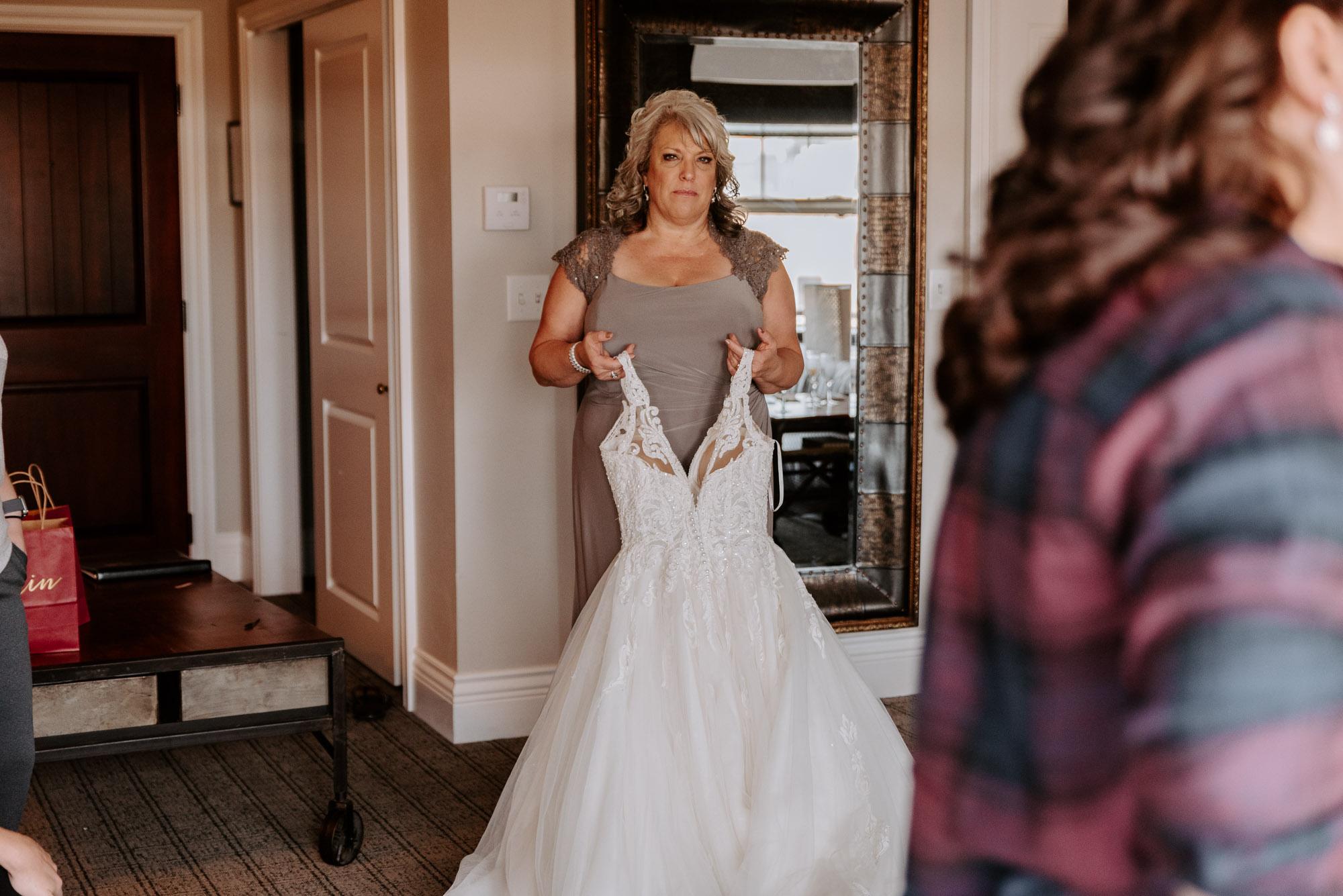 ironworks-hotel-wedding-photos-beloit-wi-wedding-photographers-46.jpg