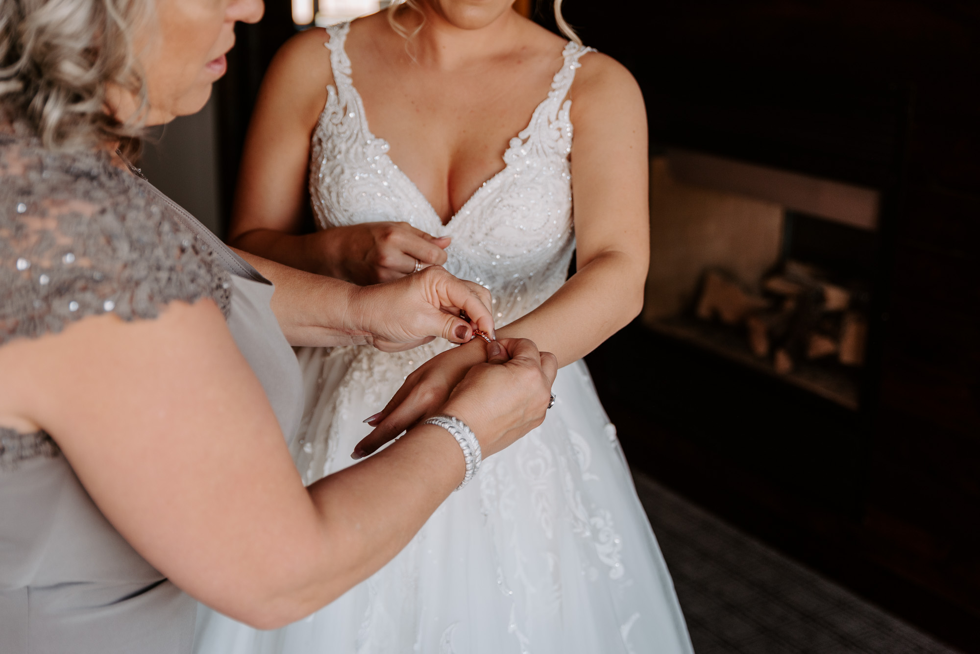 ironworks-hotel-wedding-photos-beloit-wi-wedding-photographers-56.jpg