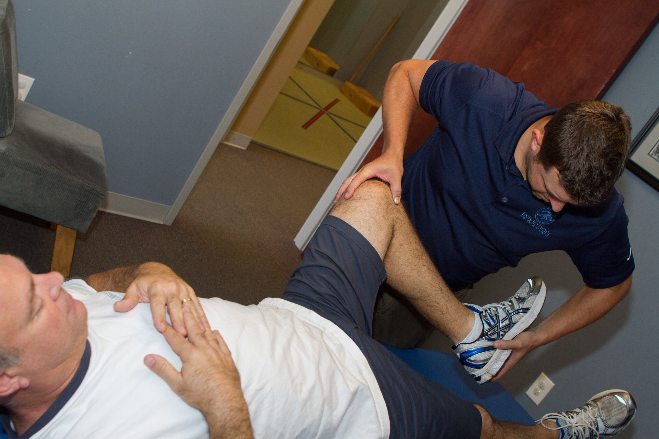 Advanced Manual Therapy applied to knee for meniscus injury